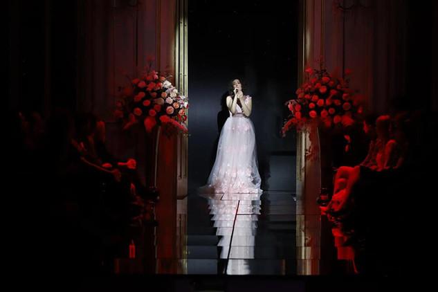 Andreja Zidaric singt  Caro nome (Rigoletto) im Konzert: Fashion Show INVIDIA, by DH Fashion Foto: Mediaspeed