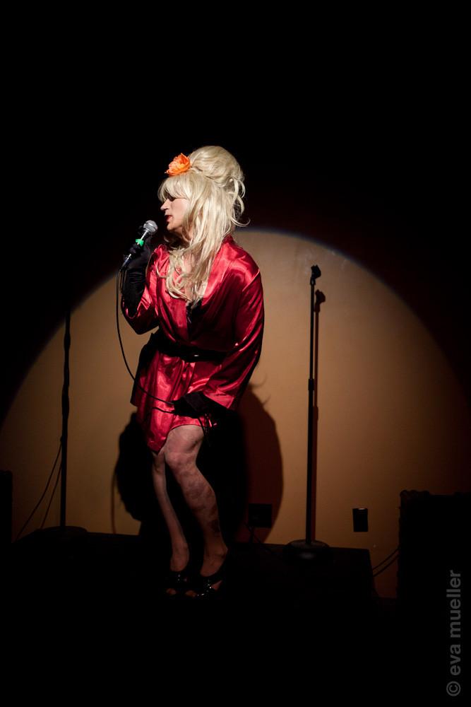 Blond Amy Winehouse