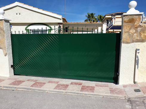 Green T&G Electric Sliding Gate.jpg