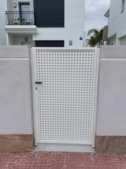 Chapa ped gate with square outer chap sh