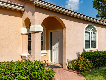 601 NW 156 Street, Pembroke Pines, FL  33028