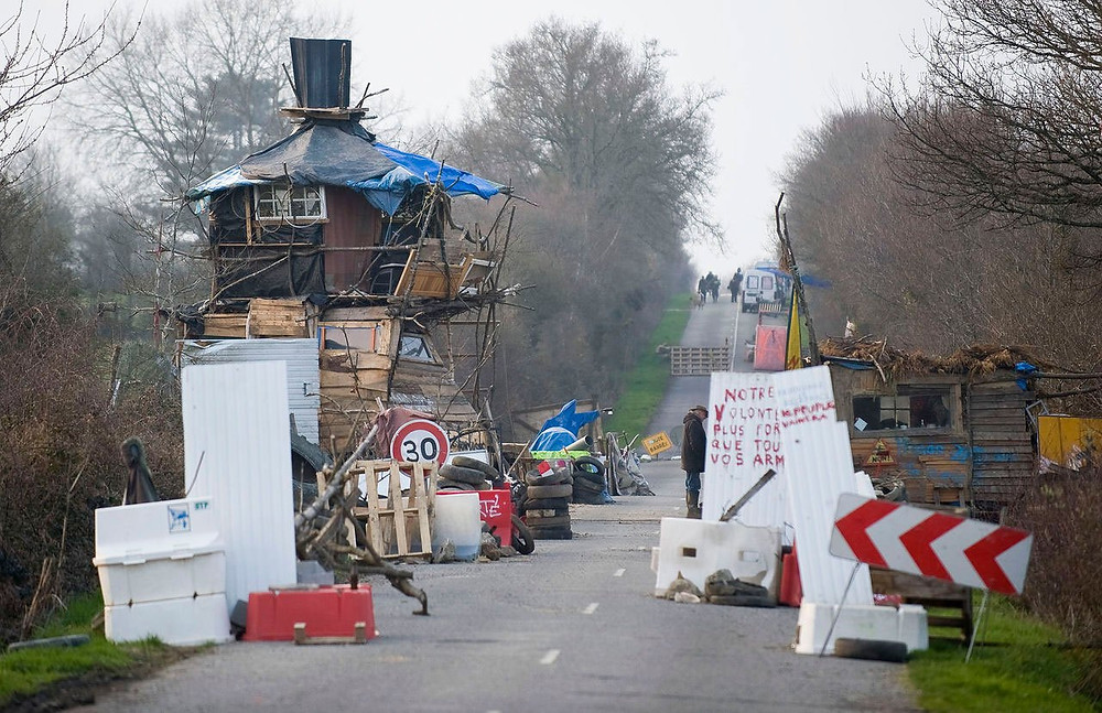 ZAD watchtower and barricade