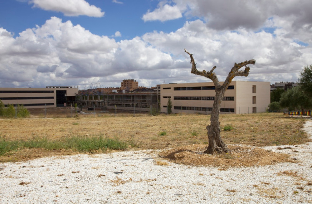 Unfinished college building, Valdeluz