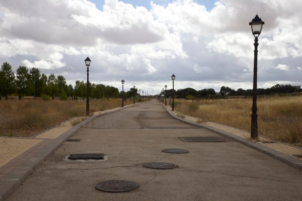 Unfinished road, Valdeluz