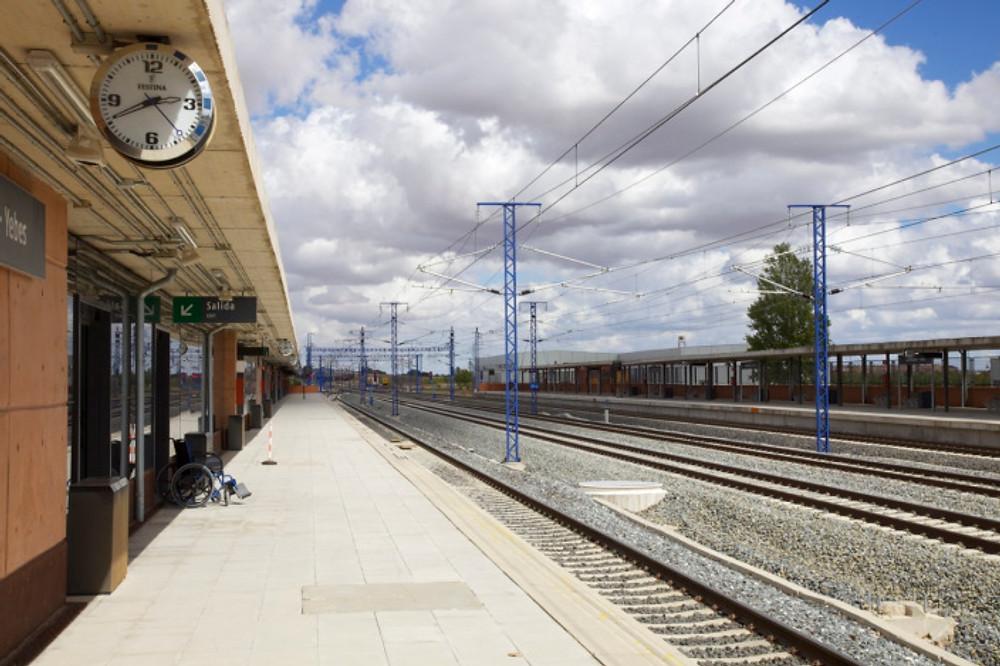 Waiting for the train, Guadalajara-Yebes station.