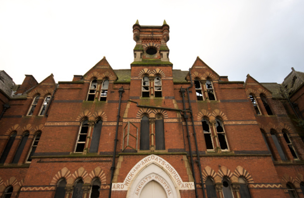 The Ancoats Dispensary building before scaffolding was put up by Urban Splash in 2010