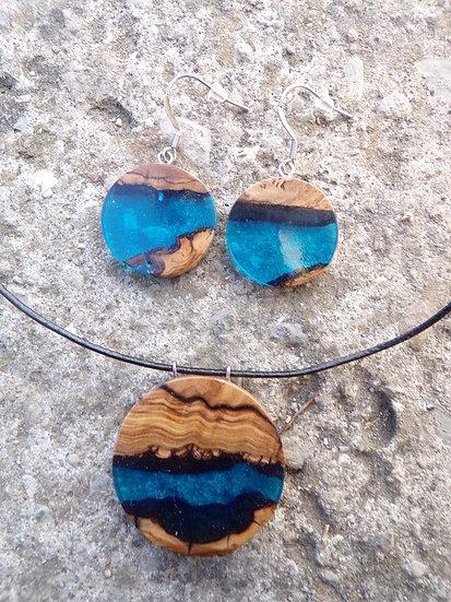 Parure boucles rondes et collier rond en loupe d'olivier et résine bleu