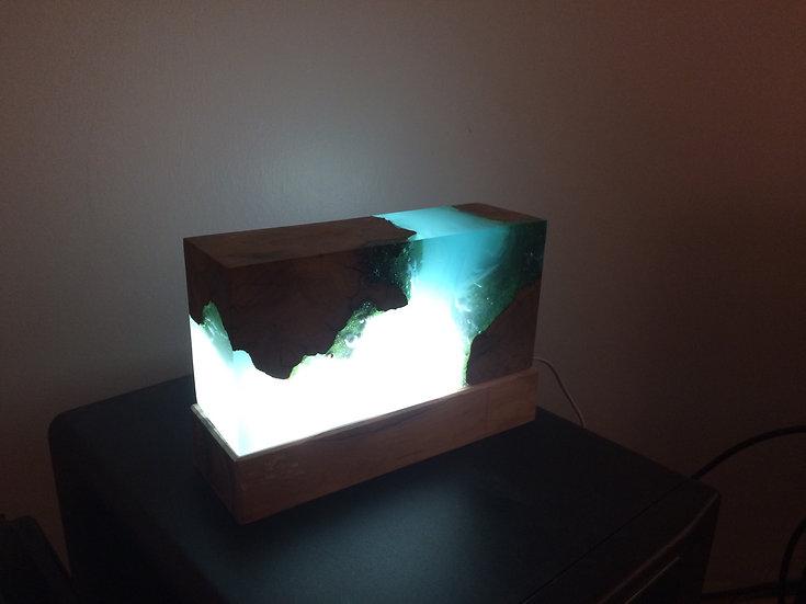 Lampe bois et résine bleu effet fond marin