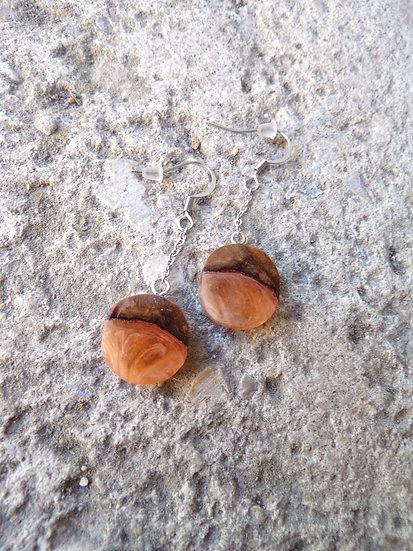 boucles d'oreilles bois d'olivier et résine orange inclusion