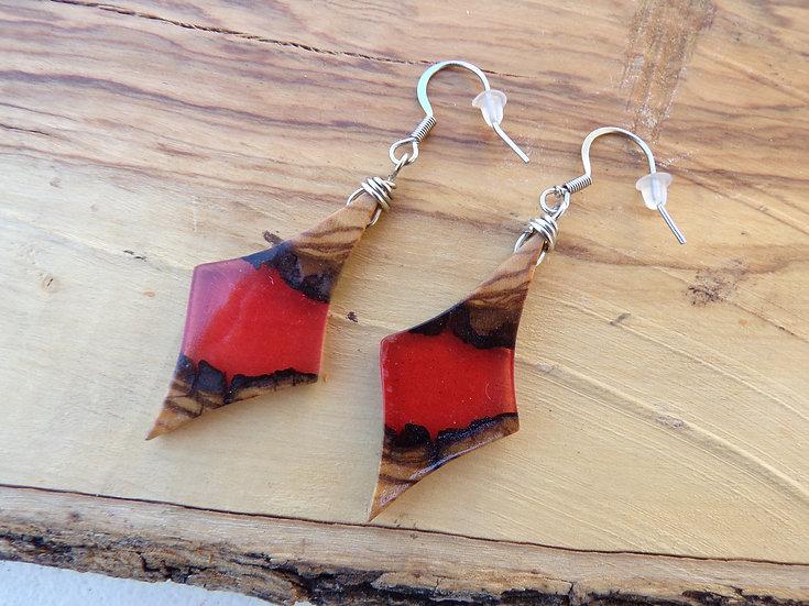 boucles d'oreilles bois d'olivier et résine rouge