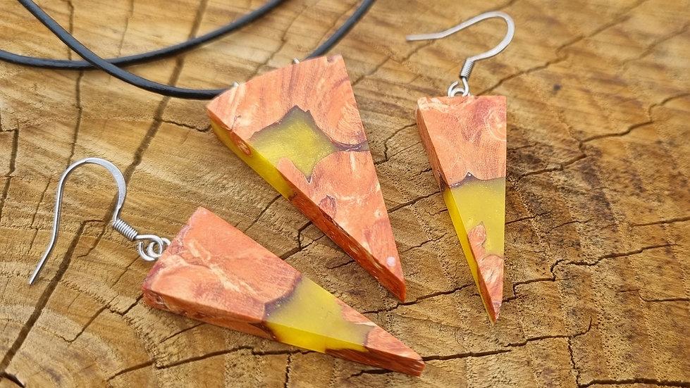 Parure en loupe d'érable teinté orange et résine jaune
