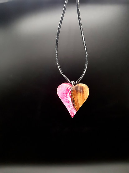 Collier coeur en olivier en resine