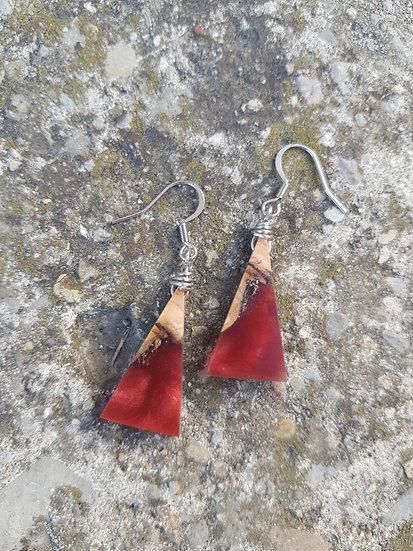 Boucles d'oreilles triangles en olivier et résine nacrée
