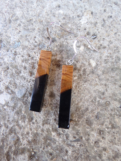 boucles d'oreilles baton en bois d'olivier et résine noir