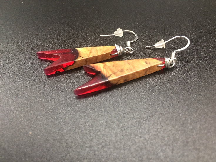 Boucles d'oreille en bois d´olivier et résine rouge