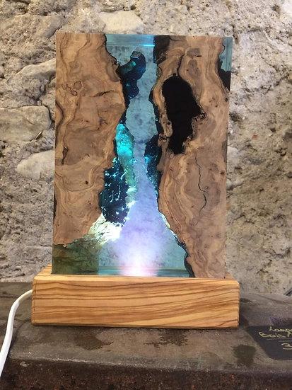 Lampe bois d'olivier et résine