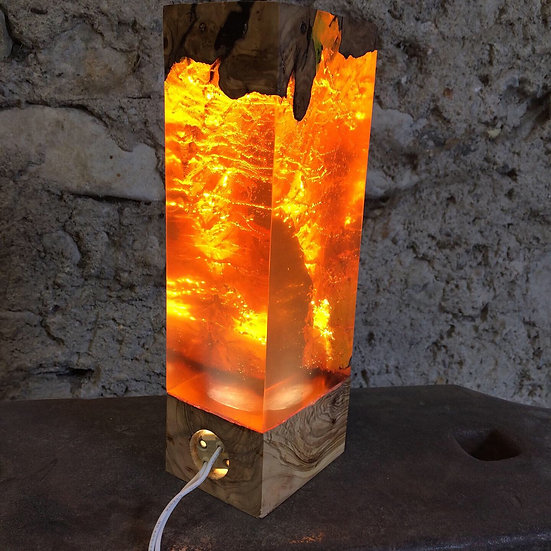 Lampe en bois d'Olivier et résine orange