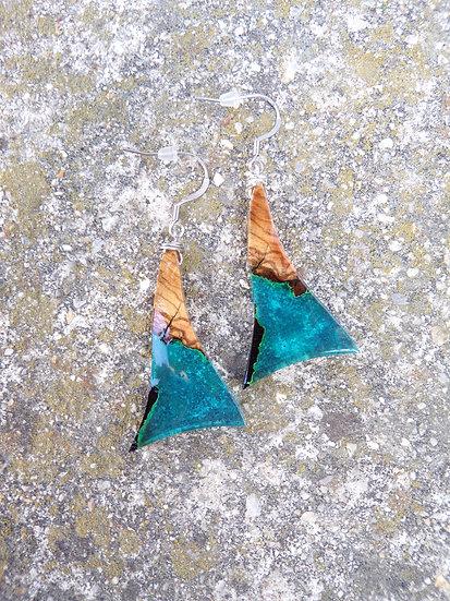boucles d'oreilles en bois d'olivier et résine bleu effet algues verte
