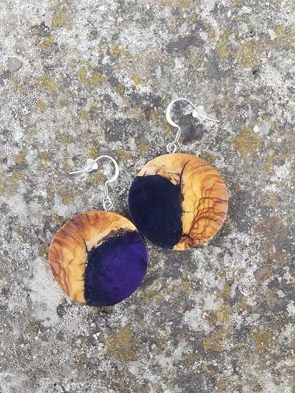 Boucles d'oreilles en olivier et résine violette nacrée
