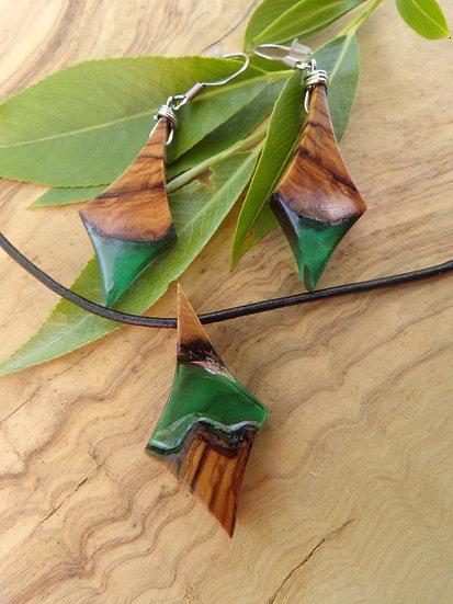 parure lozange en bois d'olivier et en résine couleur verte