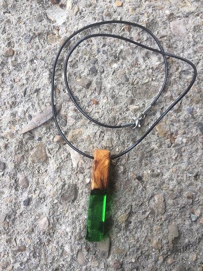 Collier bâton en bois d'Olivier et résine verte