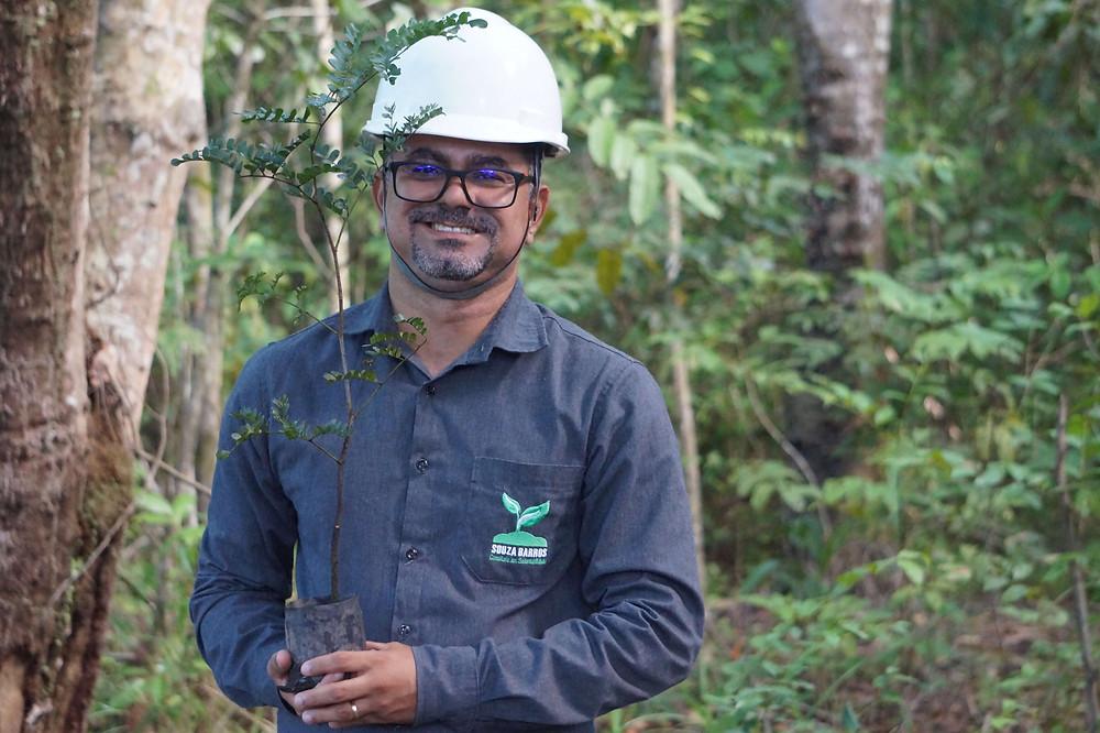 Doutor André Barros - Projeto de Reflorestamento da Aché Laboratórios Farmacêuticos (julho de 2020).