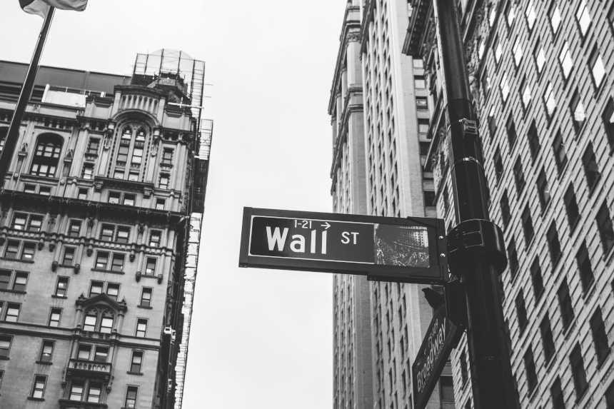 Wall Street Straßenschild für die Finanzierung.