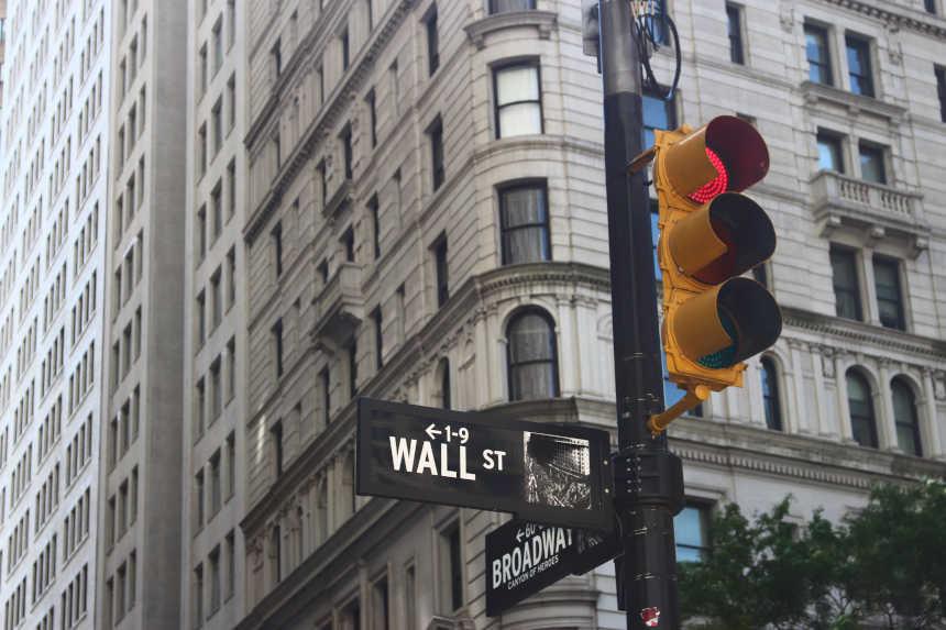 Wall Street Straßenschild für die Verbindlichkeit.