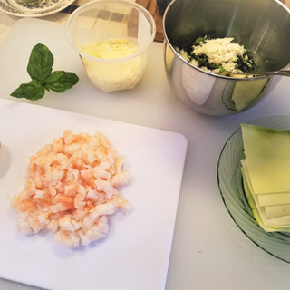 Prepare the Shrimp and cheese filling.
