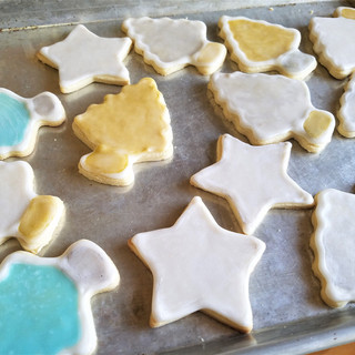 Paint your cookies as desired.