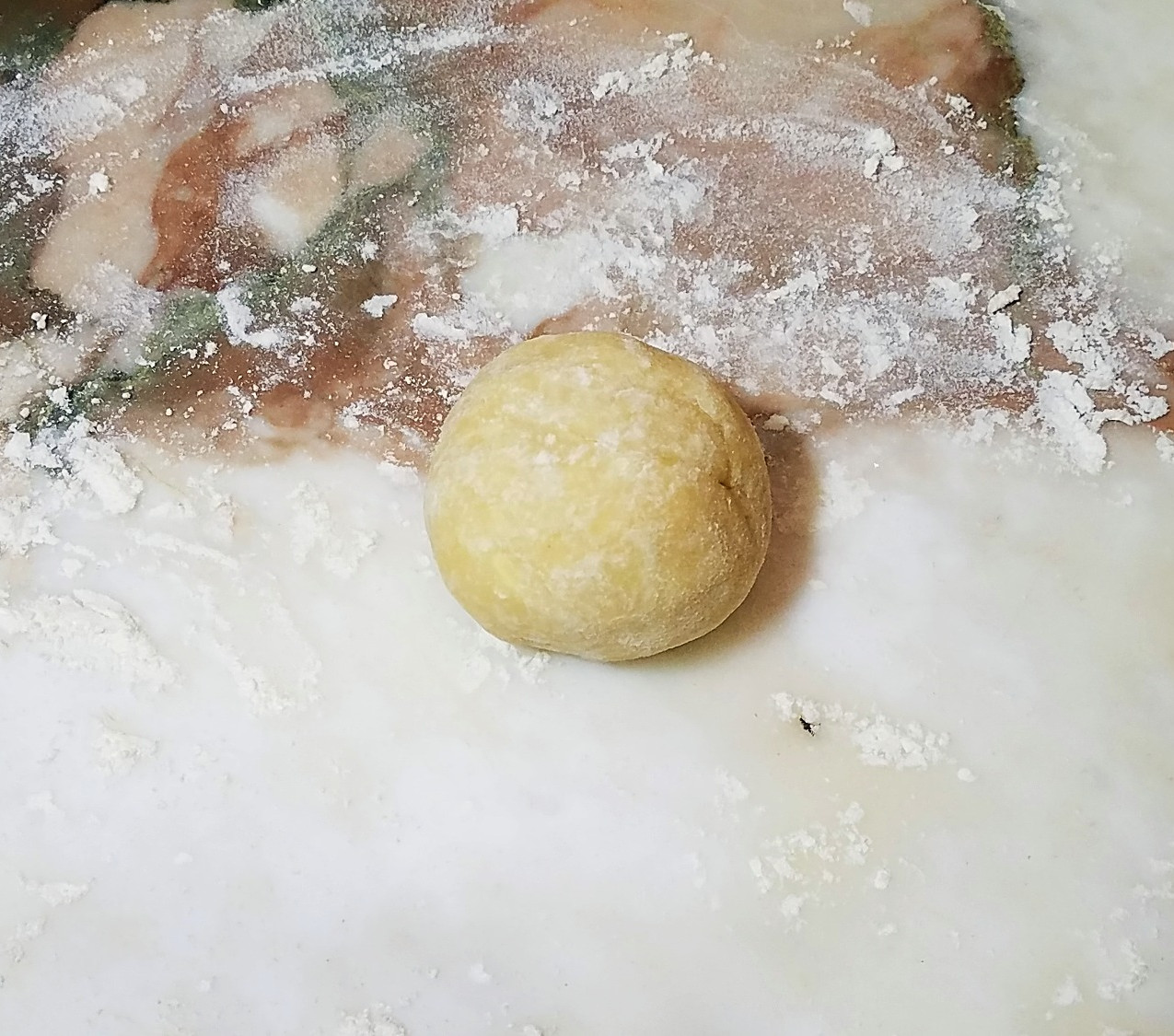 Divide the pastry into 6 balls