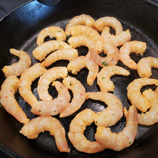 Heat a heavy bottom skillet to medium high. When it's good and hot, add the shrimp and do not move them.