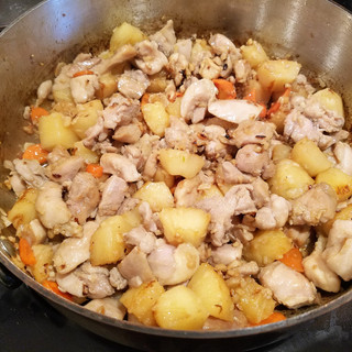 Add the chicken back and stir-fry until warmed through.