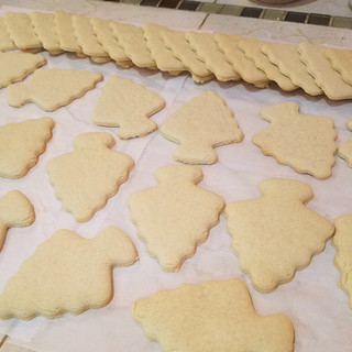 Cool your cookies on a kitchen towel or parchment paper completely so they firm up before stacking them.