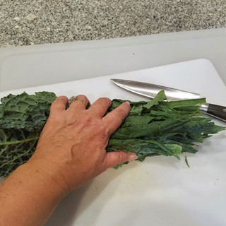 Chop the lacinato kale coarsely.
