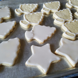 Allow your cookies to dry some before continuing.