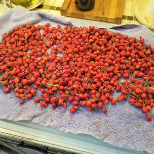 Rinse and drain the rose hips.