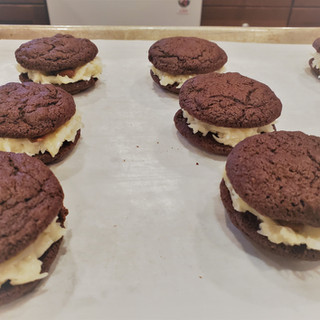 The filling will ooze down around the whole almonds and make the sandwich cookies stick together.