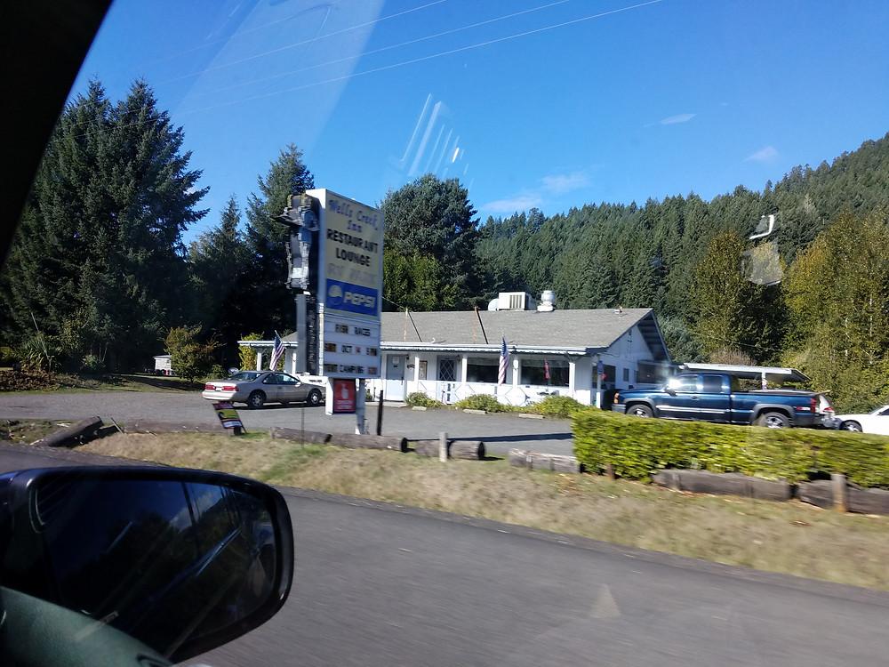Wells Creek Inn restaurant and lounge