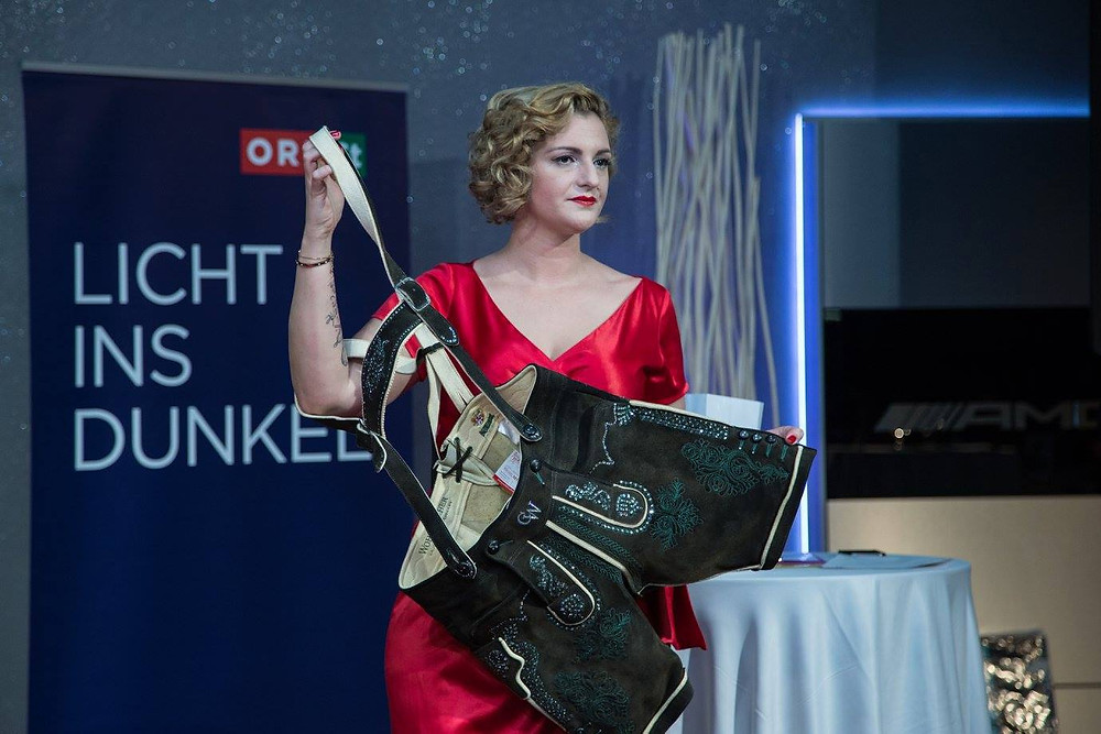 Versteigerung einer Wohlmuther Swarovski Lederhose für LID, Licht ins Dunkel, designet by Kleiderarchitekt Christian Wohlmuther