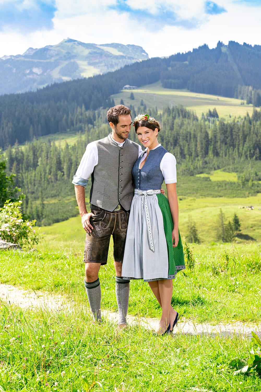 Dirndl und Lederhosen Outfit von Hammerschied by Wohlmuther der Kleiderarchitekt