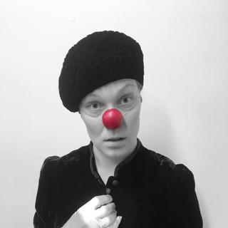 9_MetaWORKSHOP_HolyClown_Frida_clown_tea