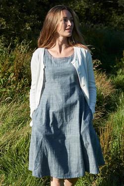 sleeveless-fitted-chambray-dress-CS2081-