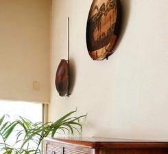 木工皿と特注壁掛けハンガー。