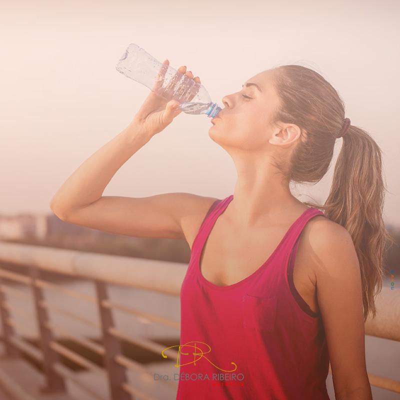 Como se manter linda bebendo água