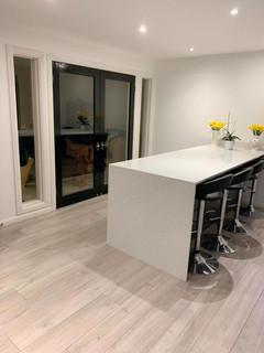 Full kitchen & flooring
