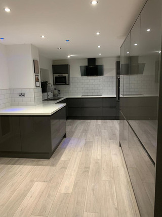 Full kitchen & flooring