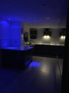 Full kitchen & lighting