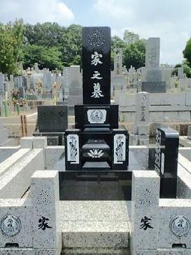 名古屋市 平和公園 彫刻文字 文様 墓誌の色入れなおし 施工後.jpg