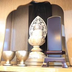 モダン仏壇 木彫り仏像 位牌.JPG